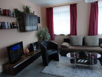 ort. Black Bedroom Furniture Sets. Home Design Ideas