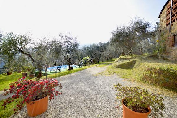 Toskana ferienhaus mit pool und eingez unten gartenbereich for Gartenpool 4