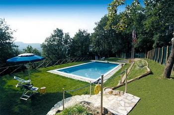 Toskana ferienhaus mit pool und 7000 qm garten for Garten pool was beachten