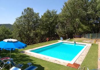 Toskana ferienhaus mit pool und 7000 qm garten for Garten pool 2m tief